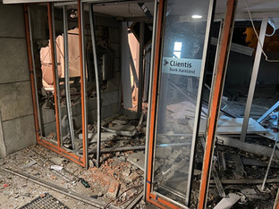 Küttigen: Bankomat gesprengt - Eingang zur Bank verwüstet