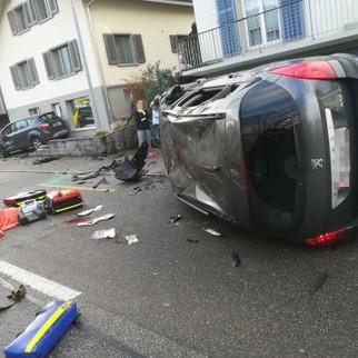 Vordemwald: Auf Gegenfahrbahn geraten – Velofahrerin schwer verletzt