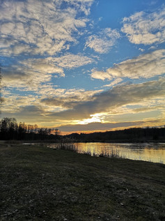 田舎の風景 - 湖畔の夕日