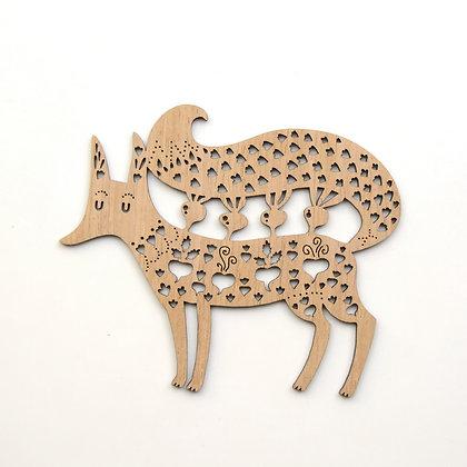 木製オーナメント:FOX WITH BEETROOTS KALEDA - Etno Design