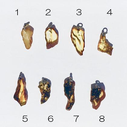 バルト海の琥珀アクセサリー:ペンダントトップD(S〜Mサイズ)