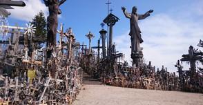 10万本の十字架が創る丘