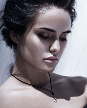 eternity-golden-necklace-girl-2-2.jpg