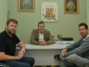 Visitando ao prefeito Riente de Mendes