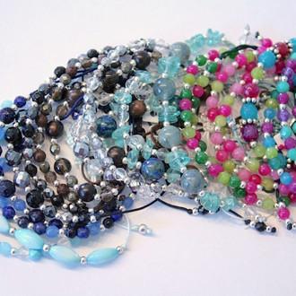 Collection de bracelets colorés