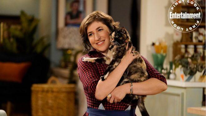 'Call Me Kat' | Mayim Bialik, de 'The Big Bang Theory', aparece em primeiras fotos de série da Fox