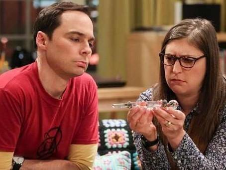 'Young Sheldon'   Sheldon e Amy fazem participação especial e revelam nome do próprio filho