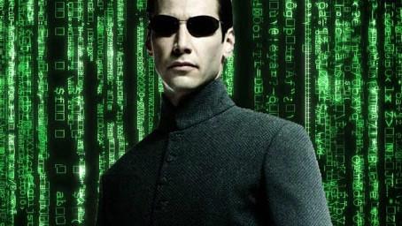 'Matrix 4' | Keanu Reeves aparece com cabelo raspado no set do novo filme