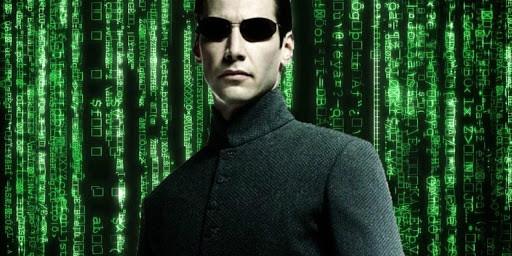 'Matrix 4'   Keanu Reeves aparece com cabelo raspado no set do novo filme
