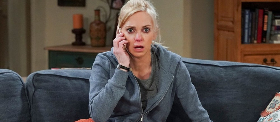 'Mom'   Anna Faris decide deixar a série na 8ª temporada