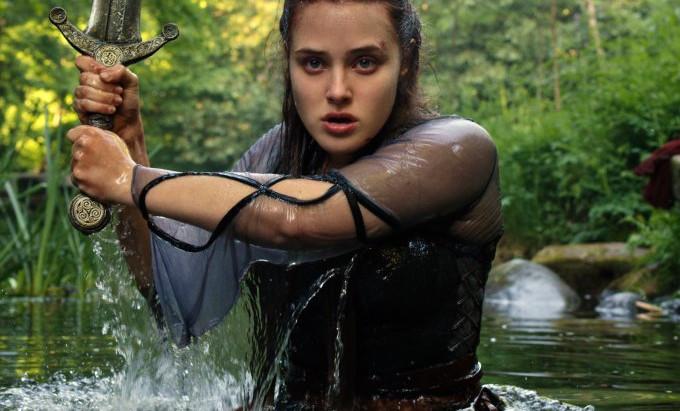 'Cursed' | Netflix revela teaser e estreia de série com Katherine Langford, de '13 Reasons Why'