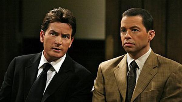 """Jon Cryer rebate político que afirmou que Charlie Sheen carregou série """"nas costas"""""""