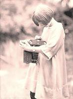 1920s-camera-girlxx.jpg