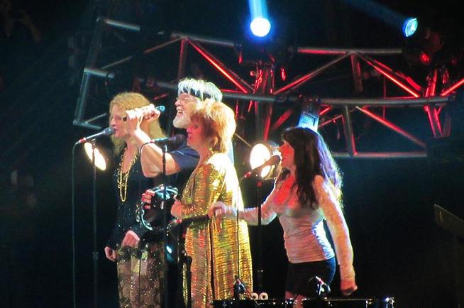 Bob Seger singing with Shaun Murphy, Barbara Paton and Laura Creamer