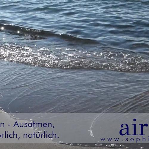 """Die Wellen am Strand faszinieren mich immer wieder. Sie kommen & gehen, ohne Pause - immer weiter. Genauso wie unsere Atmung. Unbewusst """"schwappt"""" die Luft in unsere Lungen & wieder heraus. Sie passt sich an den """"Wind"""" unseres Alltags an & funktioniert. Doch was passiert, wenn wir anfangen die Atmung bewusst zu kontrollieren, zu trainieren, zu verändern, wenn wir Üben? Zum Teil geht dir Natürlichkeit verloren. Die Atmung wird unregelmäßig, kann den Körper überlasten, dieser  reagiert mit Verspannungen, Schmerzen etc. reagieren. Um dies zu vermeiden & zurück zum natürlichen """"Wellengang"""" zu kommen, ist es wichtig die ablaufenden Prozesse zu kennen, zu verstehen & bei Bedarf gezielt zu beeinflussen."""