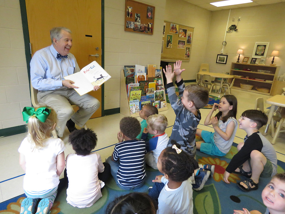 Dr. Steve Dorman reading to the Montessori Academy's turtle classroom during his tour.