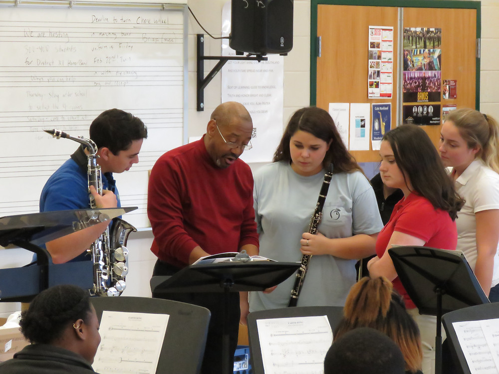 Quincy Hilliard working with students from the BHS honor band.