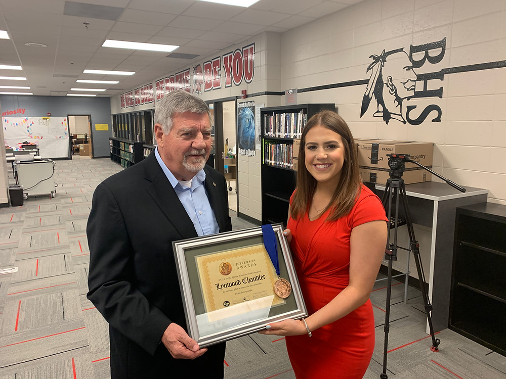 Lyn Chandler receiving the Jefferson Award.