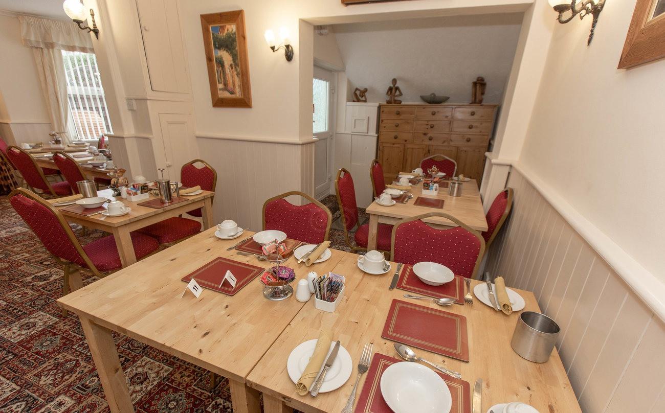 breakfast-room--v11946694_edited.jpg