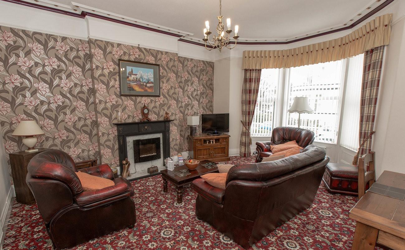 lounge--v11946769_edited.jpg