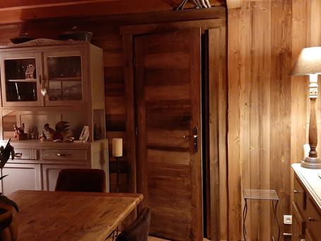 Habillage d'un mur en bois vieilli