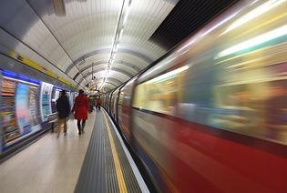 uk_light_people_colour_london_station_tr