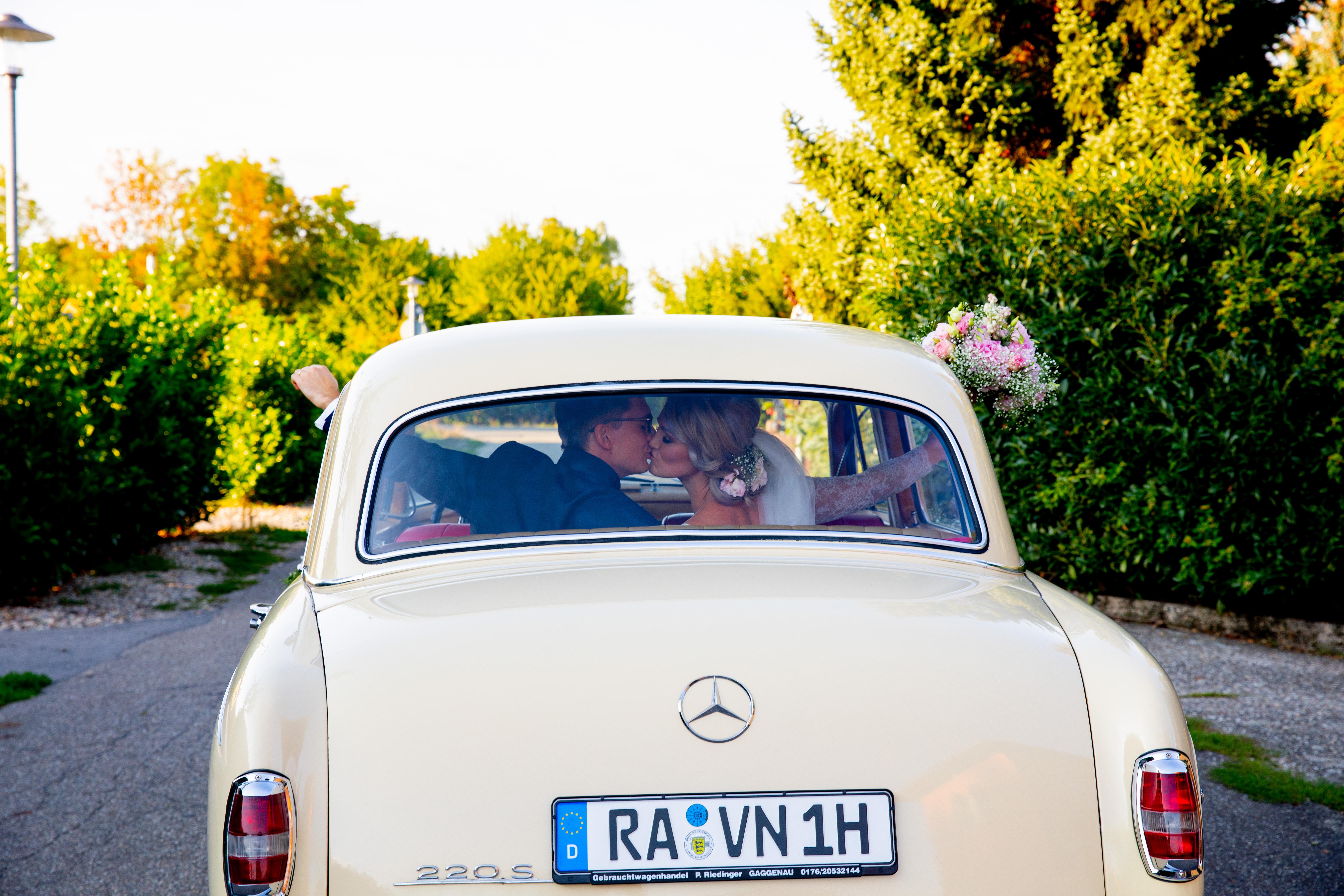 Hochzeitsfahrt mit einem Ponton