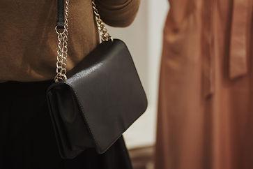 leather-bag-9EL4VGF.jpg
