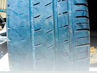 Correio Técnico: por que meu carro gasta mais pneu de um lado?