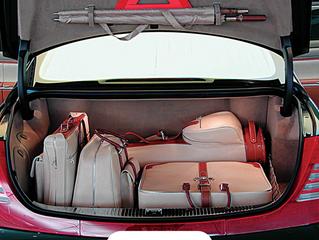 Treze dicas valiosas para transportar bagagem com segurança no seu carro