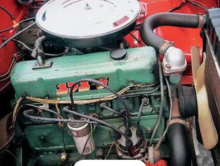Correio Técnico: Pode-se lavar motores de carros antigos?