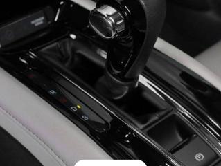 Deixar carro automático em drive no semáforo gasta mais combustível?