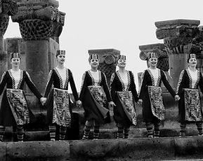 hram-zvartnoc-tancy-armyanskih-kollektiv