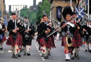pipe-band-in-edinburgh.jpg