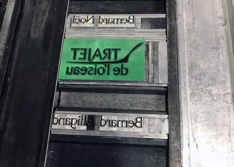 Cliché du titre sur châssis typographique