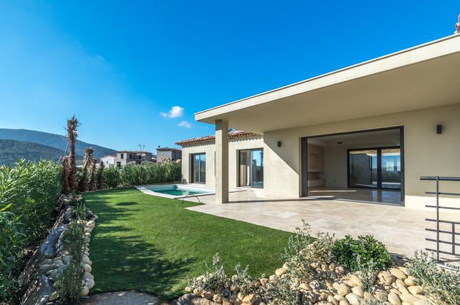 Villa neuve avec piscine et jardin paysagé à partir de 550.000€