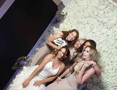 FlowerWall, photobooth, photo booth, magic mirror, wedding, bride, bridesmaids