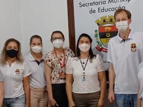 Secretaria de Educação recebe visita técnica da AMOSC