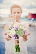 букет невесты и аксессуары, свадебная флористика,  сиреневая свадьба, горошек, гортензия, нежный букет