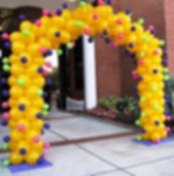 необычная арка из воздушных шаров томск