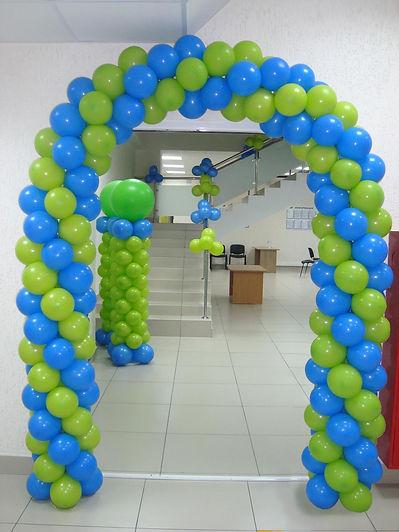 двухцветная арка из воздушных шаров зака