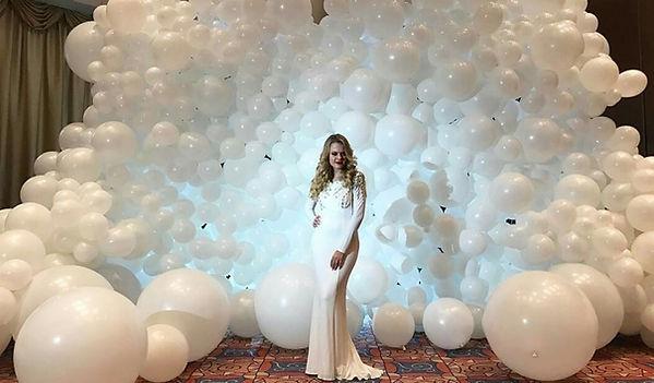 Панно облако из воздушных шаров. Томск
