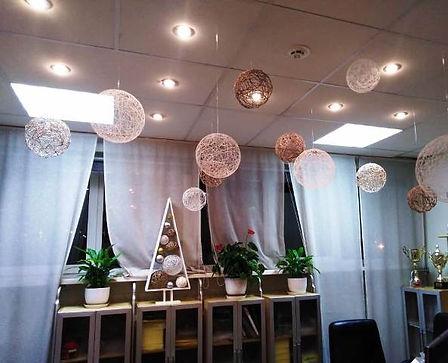 Оформление потолка шарами на новый год т