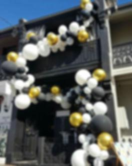 Гирлянда из шаров на открытие магазина. томск
