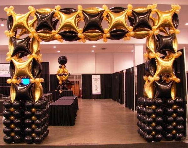 арка из фольгированных воздушных шаров.j