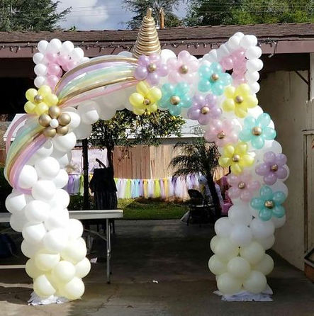 арка из воздушных шаров единорог.jpg