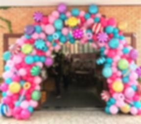 арка из разнокалиберных шаров.jpg