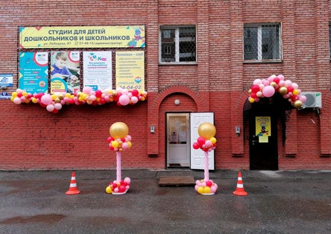 оформление магазина разнокалиберными шар