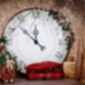 новогодняя фотозона с гигансткими часами