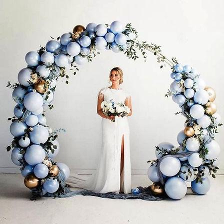 арка из разнокалиберных воздушных шаров
